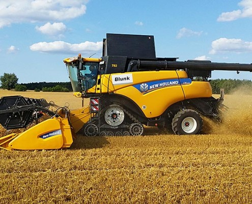 Blunk New Holland Mähdrescher CR 9090