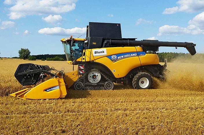 Blunk New Holland Mähdrescher CR 9090