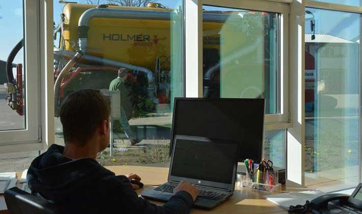 Blunk Mitarbeiter Ostermann bei der Arbeit