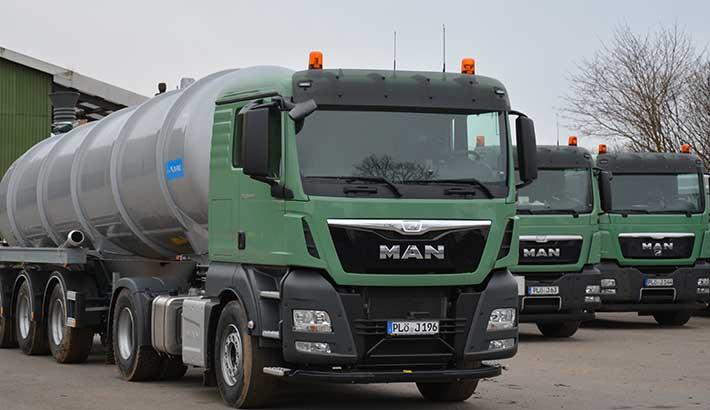 Bereitstehende Transporter für die Nährstoffbörse-Nord