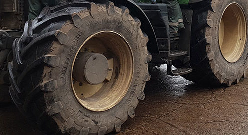 Mit neuer Bereifung und optimaler Reifen-Traktionauf die feuchten Flächen Anfang 2018