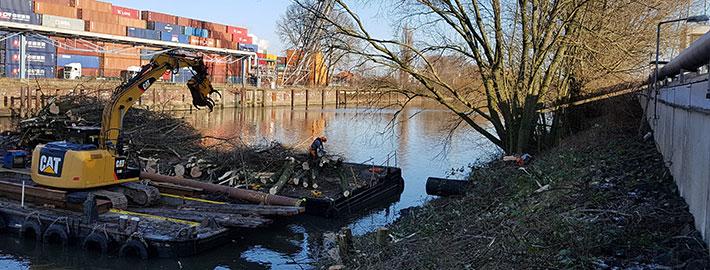 Blunk Umwelt-Team pflegt Uferböschung im Hafen