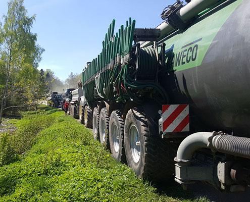 Blunk-Maschinen fahren durch Lettland -2