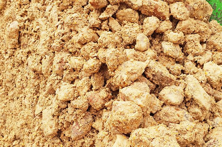 Blunk Kraftfutter Mais Rübe fertige Mischung vor dem Pressen