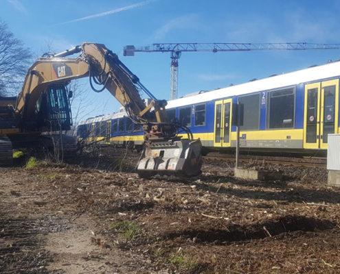 Blunkmulcht Böschung an der Bahnlinie 03
