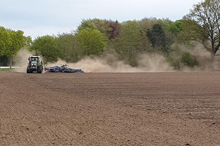 Blunk: Saatbettbereitung mit Fendt Raupentraktor und Dal-Bo 2