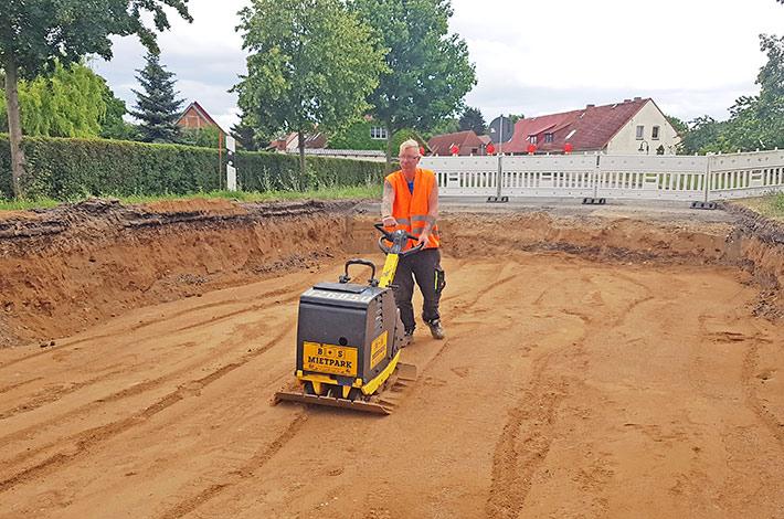 Blunk Straßenbau Verdichten Rüttelplatte