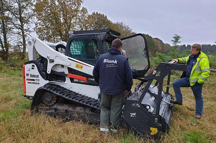 Blunk beim Testeinsatz im Forst mit Bobcat Raupe - und Forstmulcher
