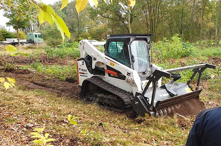 Blunk beim Testeinsatz im Forst mit Bobcat Raupe und Forstmulcher im Einsatz