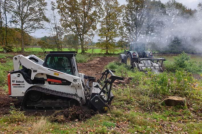 Blunk beim Testeinsatz im Forst mit Bobcat Raupe und Forstmulcher im Gelände
