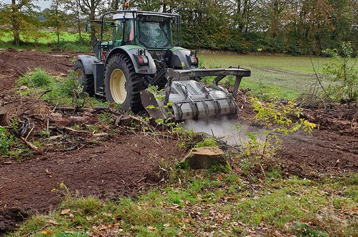 Blunk beim Testeinsatz im Forst mit Bobcat Raupe und Forstmulcher - hier der Forstmulcher