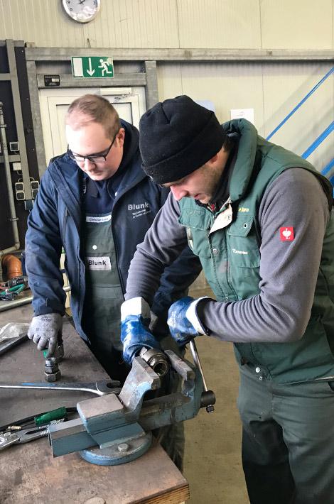 Blunk bei späten Herbst- und Winterarbeiten: Rendswühren Werkstatt