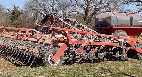 Blunk-Team legt Ackerbohnen mit 9 Meter Zinkensämaschine 07