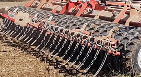 Blunk-Team legt Ackerbohnen mit 9 Meter Zinkensämaschine 08
