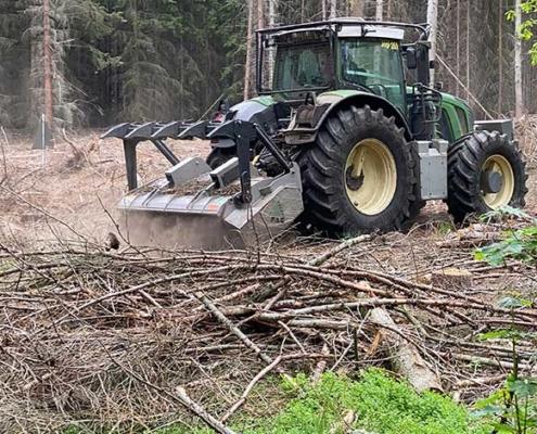 Blunk mulcht Forst gegen den Borkenkäfer 10