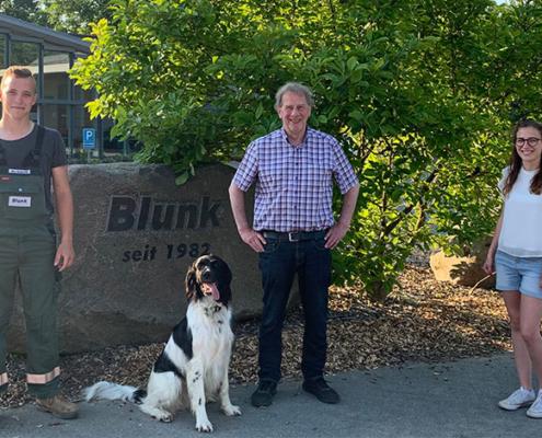 Jogi Blunk mit den Auszubildenden Hanna und Nico zum Ende ihrer Ausbildung bei Blunk