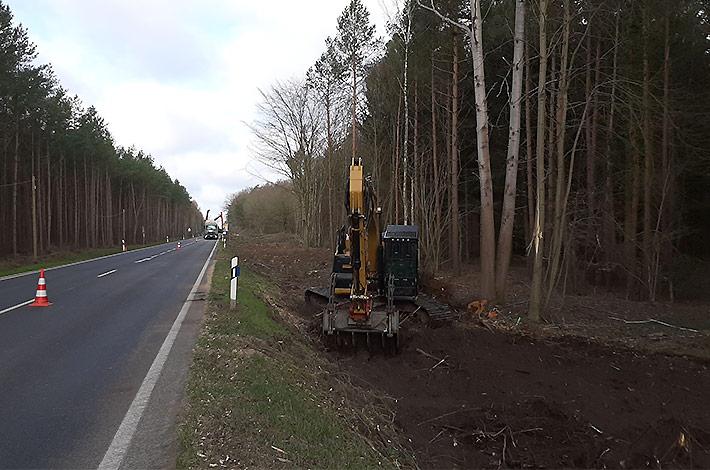 Agrar- und Umweltdienstleister bei der Baufeld-Räumung 02