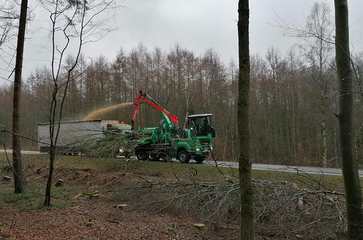 Agrar- und Umweltdienstleister bei der Baufeld-Räumung 04