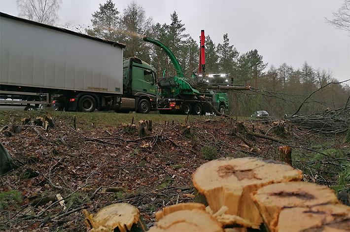 Agrar- und Umweltdienstleister bei der Baufeld-Räumung 05