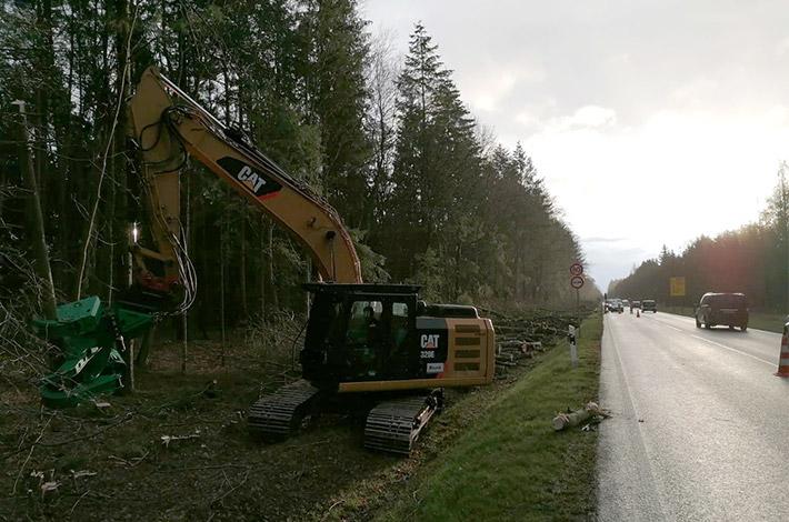 Agrar- und Umweltdienstleister bei der Baufeld-Räumung 07
