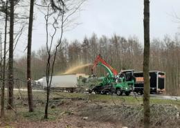 Agrar- und Umweltdienstleister bei der Baufeld-Räumung 08