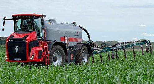 Blunk testet leichten Holmer 485 im Maisbestand