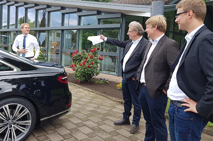 Ministerpräsident Günther besucht Umwelt- und Agrardienstleister Blunk 05
