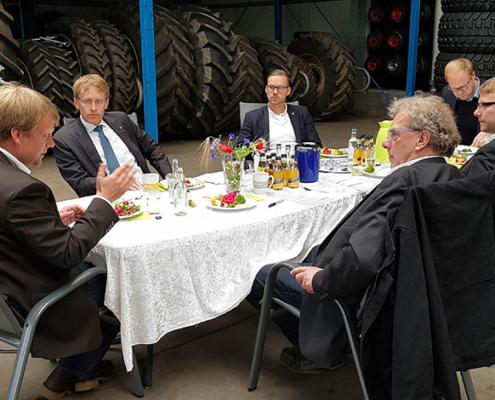Ministerpräsident Günther besucht Umwelt- und Agrardienstleister Blunk 10