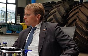 Ministerpräsident Günther besucht Umwelt- und Agrardienstleister Blunk 22