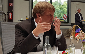 Ministerpräsident Günther besucht Umwelt- und Agrardienstleister Blunk 23