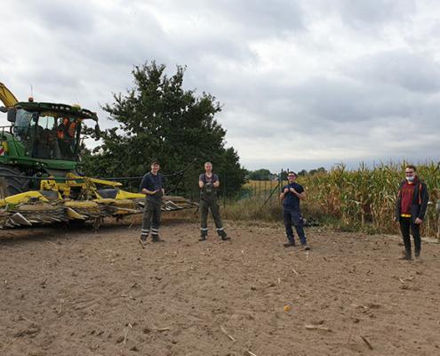 Dmax Filmteam filmt Blunk-Team bei der Mais Ernte 01