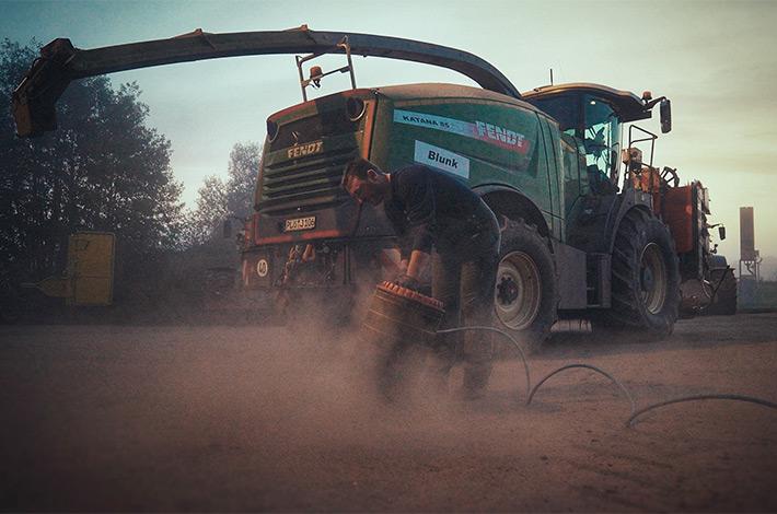 Blunk im Film beim Mais häeckseln in Honigsee - 01