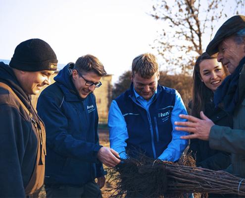 Blunk: Bäume pflanzen für NfG für TESLA 24