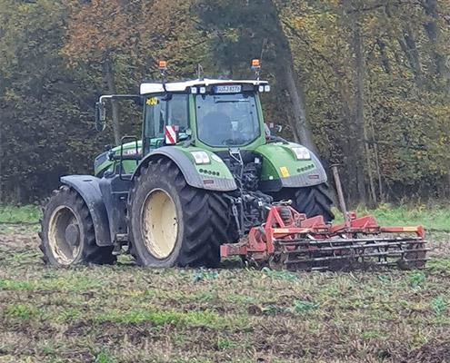 Lohnunternehmen Blunk bereitet Ackerflächen mit Tiefenmeissel für Aufforstung vor - 56