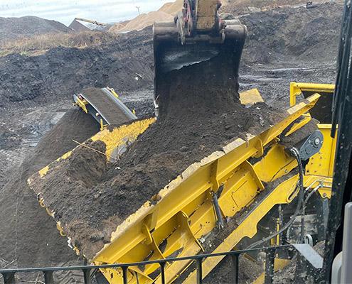 Blunk Umwelt-Lösungen: Baggerarbeiten und Siebarbeiten 02
