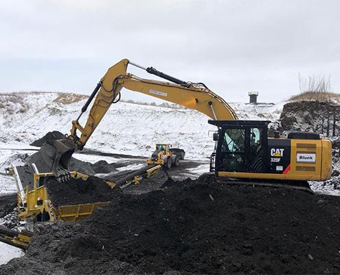 Blunk Umwelt-Lösungen: Baggerarbeiten und Siebarbeiten 04