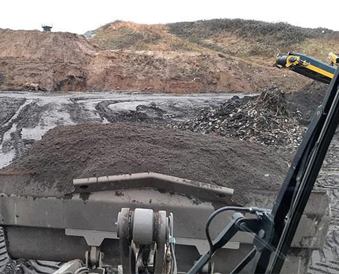 Blunk Umwelt-Lösungen: Baggerarbeiten und Siebarbeiten 18