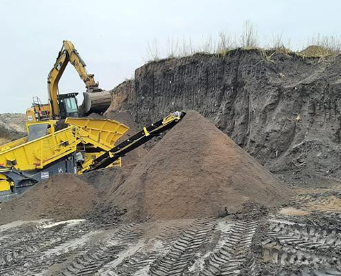 Blunk Umwelt-Lösungen: Baggerarbeiten und Siebarbeiten 19