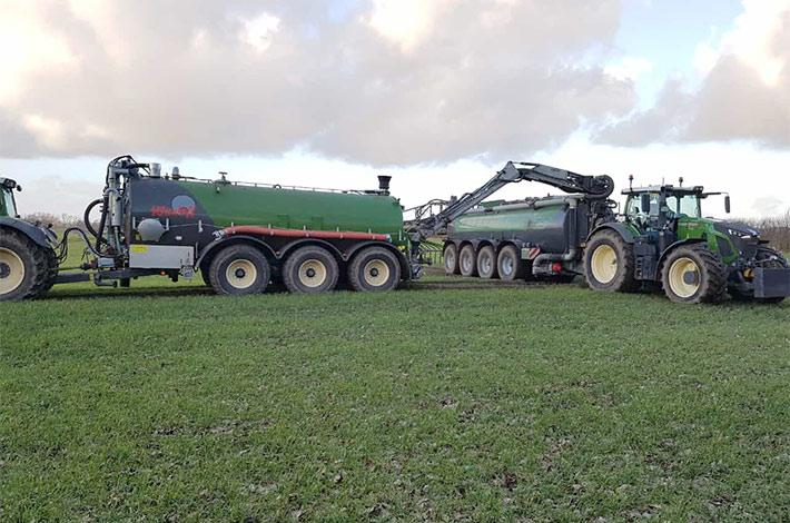 Blunk Agrar: Gülleausbringung mit Schleppschlauch 36 Meter mit neuem Wienhoff Zubringer 01