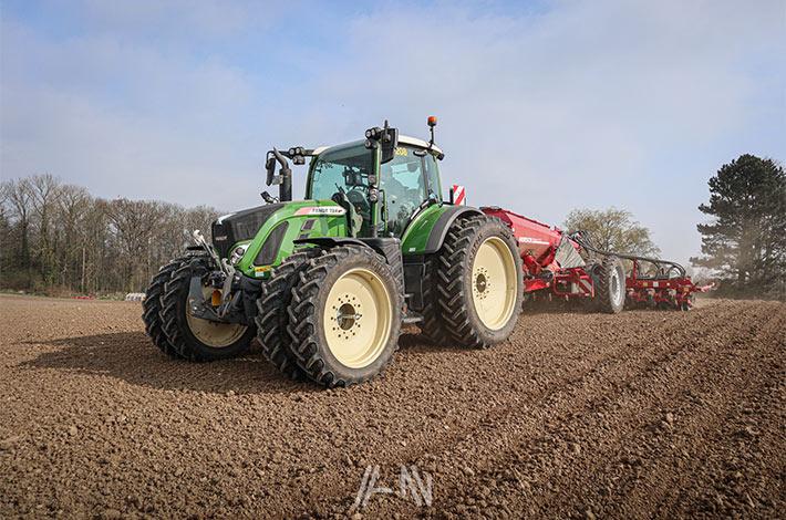 Blunk-Team Rendswühren beim Mais legen / bjarne-lindenberg_01