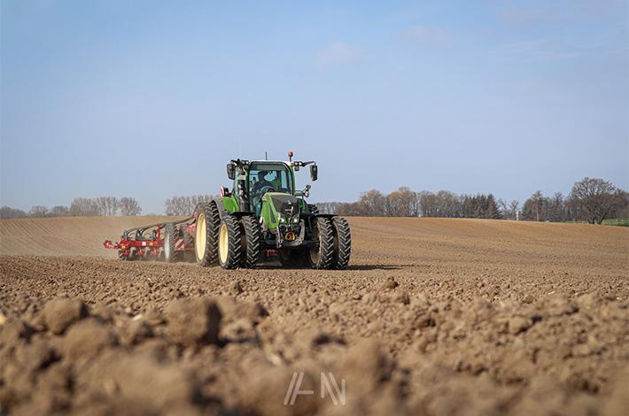 Blunk-Team Rendswühren beim Mais legen / bjarne-lindenberg_02