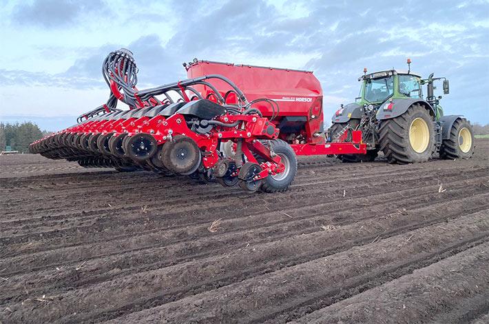 Blunk-Team Rendswühren beim Mais legen / tom-dirks_01