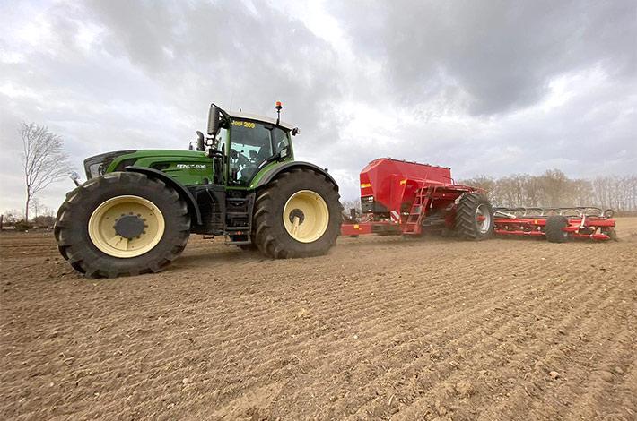 Blunk-Team Rendswühren beim Mais legen / tom-dirks_03