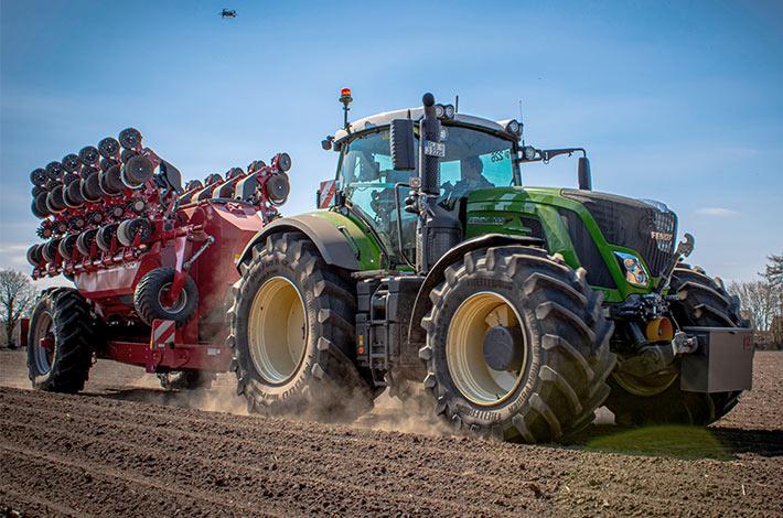 Blunk-Team beim Mais legen / bmp_agrar_05