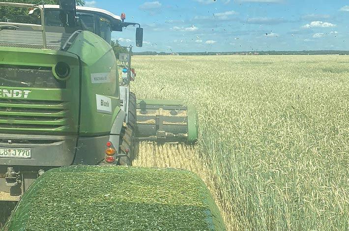 Blunk Lalendorf: Agrar-Team bei der GPS Ernte JW01