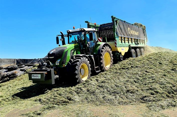Blunk Lalendorf: Agrar-Team fährt GPS Ernte ins Silo FL05