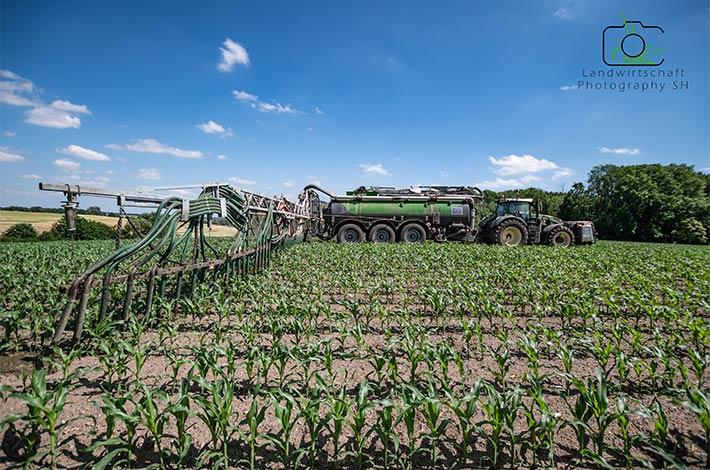 Blunk Lalendorf: Agrar-Team beim Gülle ausbringen in den Bestand TB01