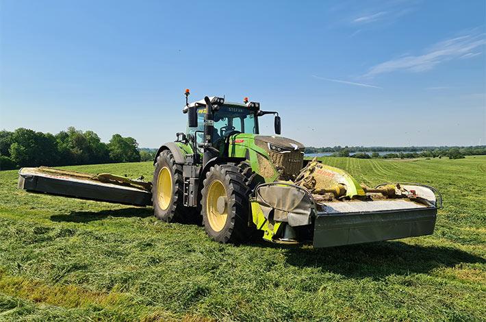 Blunk Lalendorf: Agrar-Team bei der Grasernte FL05