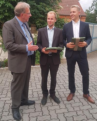 Freisprechung FAS Azubi Benedikt und Jakob: Glückwunsch von Jogi Blunk 05