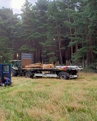 Blunk baut Zaun um Aufforstungsfläche in Beeskow für NFG 02